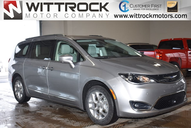 New 2019 Chrysler Pacifica TOURING L Passenger Van in Carroll, IA