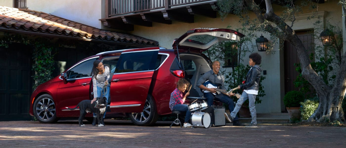 2019 Chrysler Pacifica exterior family playing music
