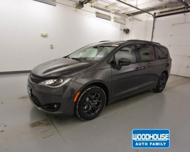 New 2019 Chrysler Pacifica TOURING L Passenger Van for sale in Blair, NE
