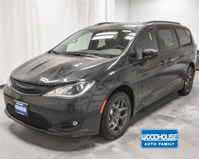 New 2019 Chrysler Pacifica TOURING L PLUS Passenger Van in Sioux City