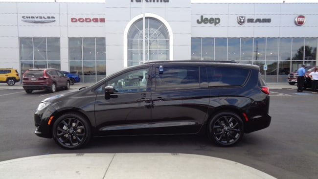 New 2019 Chrysler Pacifica TOURING L PLUS Passenger Van in Yakima, WA