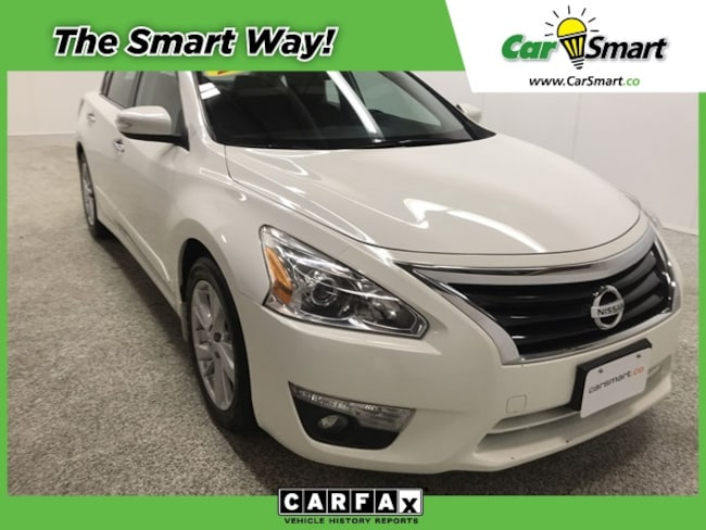 2015 Nissan Altima w/ Sunroof & Navigation Sedan