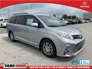 New 2020 Toyota Sienna XLE Van in Maumee