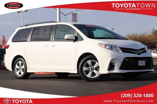 2018 Toyota Sienna Passenger  LE Van Passenger Van