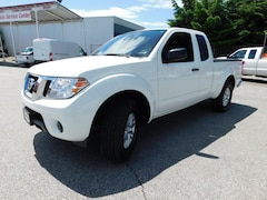 2016 Nissan Frontier SV King Cab 4x4 w/ 4.0L Truck King Cab